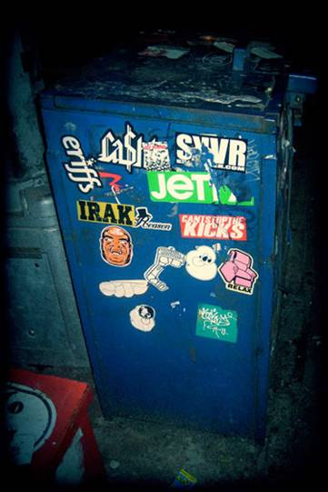 http://revista.escaner.cl/files/u202/sticker_visualgore_nuevayork.jpg