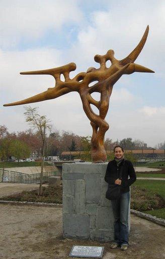 Oda al aire y espectador. Parque de las Esculturas de Providencia, Santiago 2008.