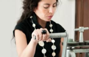Claudia Betancourt. Directora Creativa y profesora taller de joyas WALKA. Foto: sitio web WALKA (autorizada)