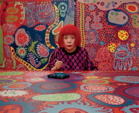 Yayoi Kusama, artista japonesa quien crea su obra residiendo en un hospital siquiátrico.