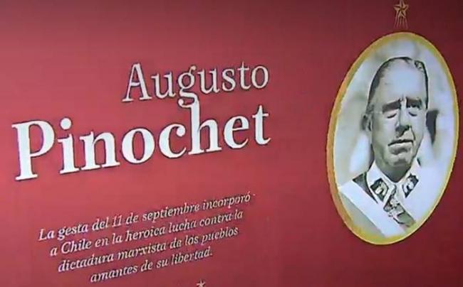 """Panel exhibibiendo a Pinochet como ejemplo patrio en exposición """"Hijos de la Libertad"""", en Museo Histórico Nacional, en abril de 2018. Foto: 24horas.cl"""